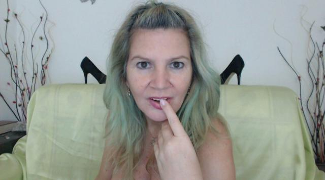 Adult webcam chat with Adama4u: Lingerie & stockings