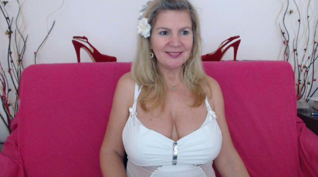 Adult chat with Adama4u: Kissing