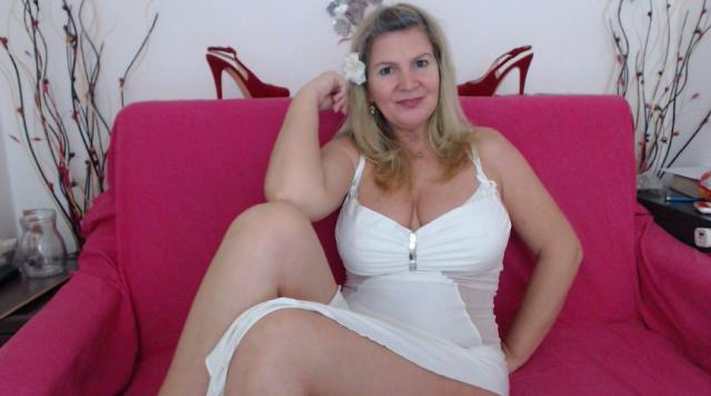 Webcam chat profile for Adama4u: Strip-tease