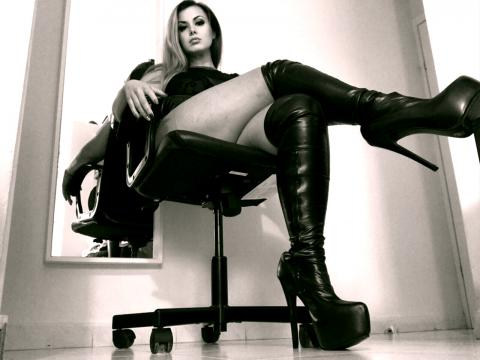 Welcome to cammodel profile for GoddessElle: Dominatrix