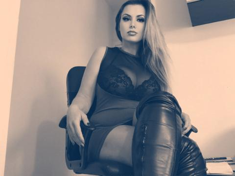 Webcam chat profile for GoddessElle: Role playing