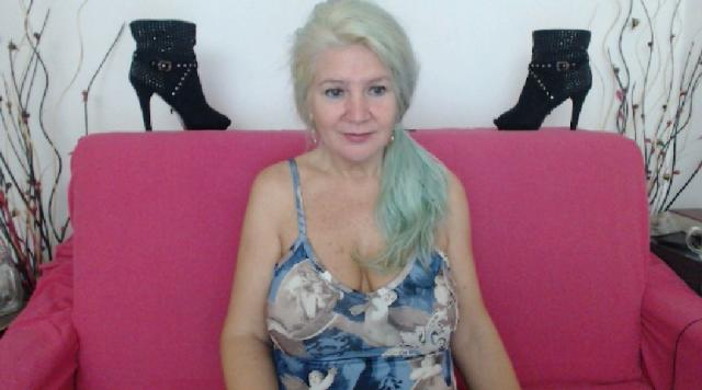 Connect with webcam model Adama4u: Lingerie & stockings
