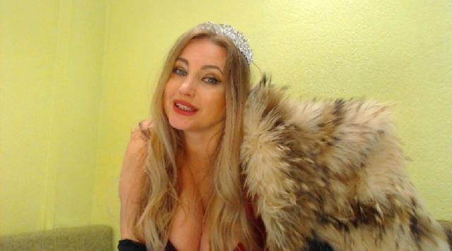 Visit lillydiaz4you profile