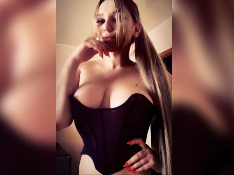 Visit xDreamQueenx profile