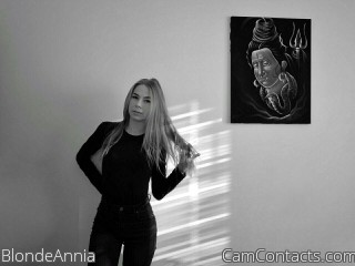 Webcam model BlondeAnnia from CamContacts