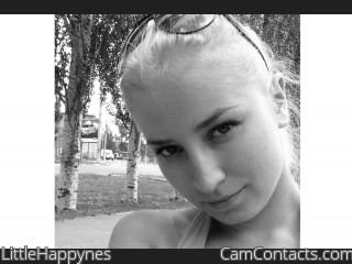 Webcam model LittleHappynes from CamContacts