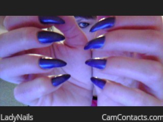 Webcam model LadyNails from CamContacts