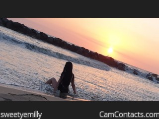 Start VIDEO CHAT with sweetyemilly
