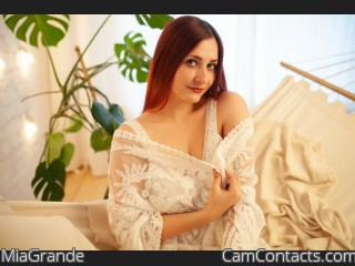 Webcam model MiaGrande from CamContacts