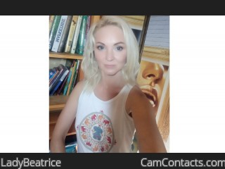 Webcam model LadyBeatrice from CamContacts