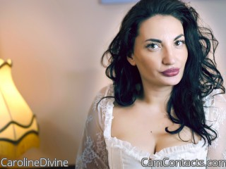 Webcam model CarolineDivine from CamContacts