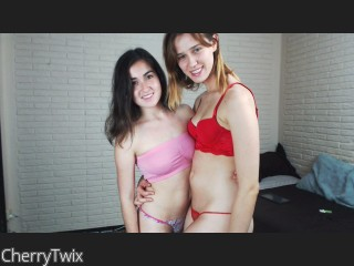 LIVE SEXCAM VIDEO CHAT mit CherryTwix
