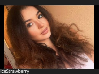 LIVE SEXCAM VIDEO CHAT mit IceStrawberry